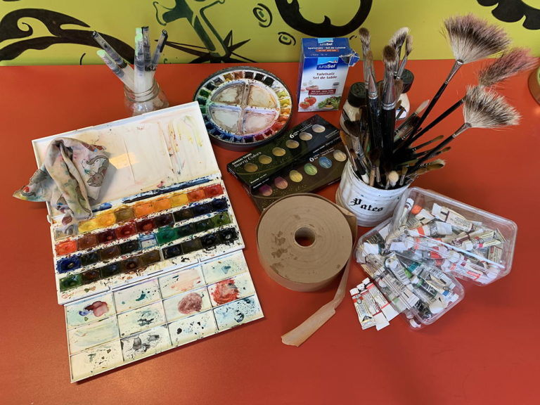 le matériel pour l'aquarelle disponible à l'atelier
