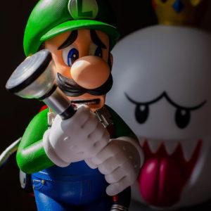 figurine jeux video luigi et roi boo